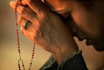praying-the-rosaryimage